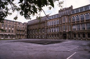 2 Old site showing frontage and Childrens wing c1984